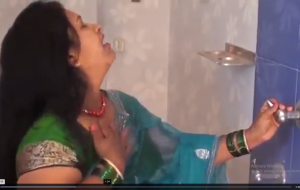 HOTTEST BATHING BY HOT AUNTY.