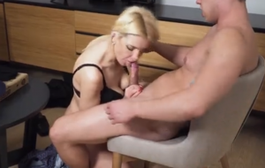 Pizza guy gets it from a sex-starved blonde MILF