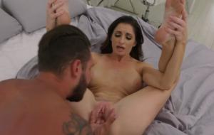 🐇 Alluring MILF with big boobs Silvia Saige feels an upcoming orgasm