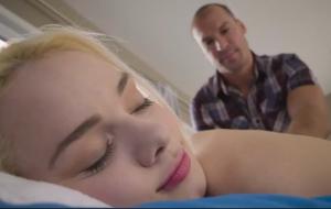 🐇 Astonishing brunette Elsa Jean is enjoying dick-sucking so much