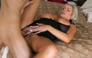 🐇 Awesome blonde doll Samantha Jay gets impaled in the doggy style