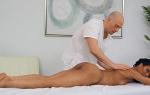 🐇 Sweet oiled ebony Kira Noir is enjoying her lover's massive cock