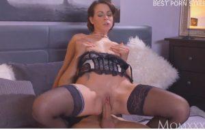 Belt Free Gallery Garter Housewife In Mature Nylons
