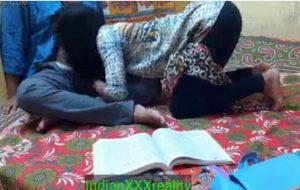 भारतीय सबसे अच्छी छात्र कविता सेक्स और चुदाई अपने मास्टरजी के साथ स्पष्ट हिंदी आवाज में