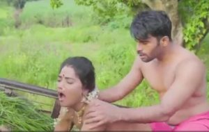 Desi man fucking sexy bhabhi in field
